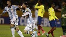messi marco tres goles ante ecuador y argentina se metio en rusia 2018