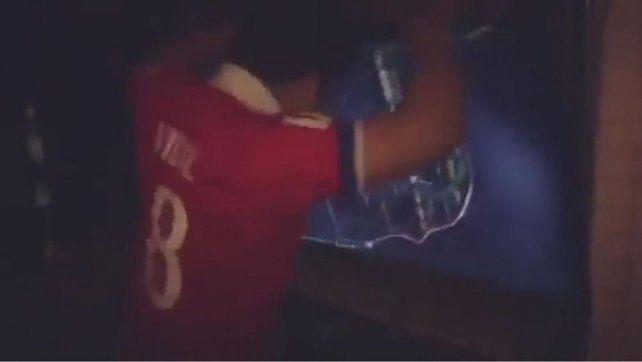 Un chileno descargó su furia contra la TV por no clasificar al Mundial