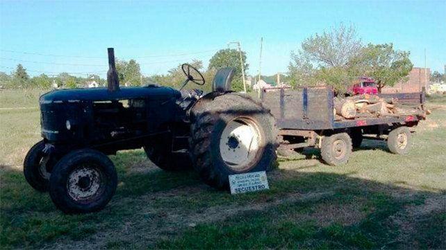 El tractor con acoplado y los troncos quedaron en manos de la justicia.