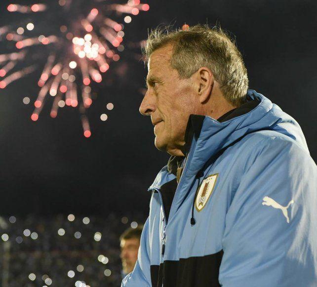 Uruguay se rinde a los pies del Maestro Tabárez