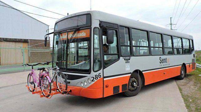 En Rosario los colectivos llevan bicicletas desde 2016.