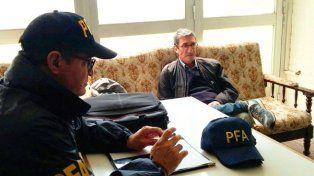 El profesor detenido en dependencias de la Federal. Foto Diario Textual.