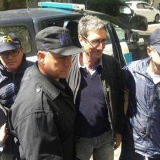 Detuvieron a un docente por tirarle huevos al auto en el que se trasladaba Mauricio Macri