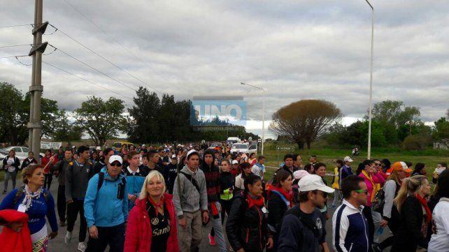 Una foto de la peregrinación saliendo de Hasenkamp. FotoUNO.
