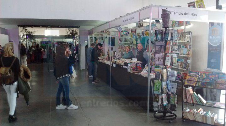 Aceptación. Los libreros locales destacaron el movimiento de gente por el lugar.
