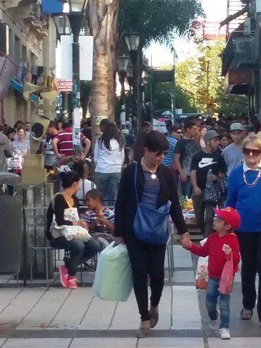 Turismo. En las calles, en el centro, en los accesos, se notó la gran afluencia en la capital entrerriana.