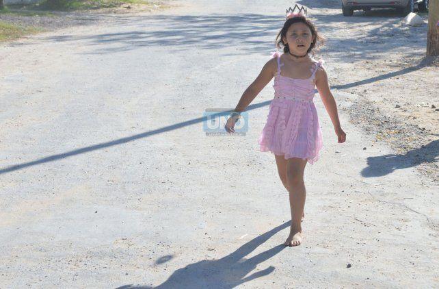 Los niños festejaron en Puerto Sánchez en un día bañado por el sol. Foto UNO Juan Manuel Hernández.