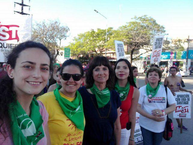 Nadia Burgos en la Marcha Nacional de Mujeres en Chaco compartió una foto conVilma Ripoll