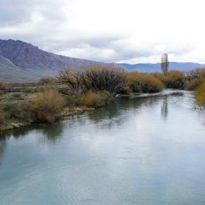El río Chubut, lugar donde fue hallado el cuerpo. Foto: Archivo / Hernán Zenteno. La Nación.