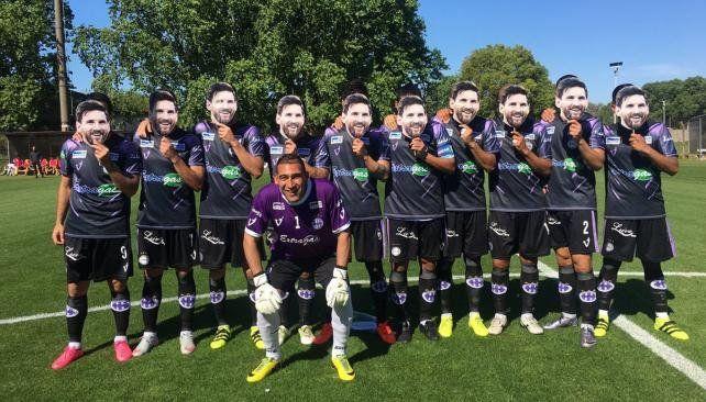 El homenaje de los jugadores de Sacachispa
