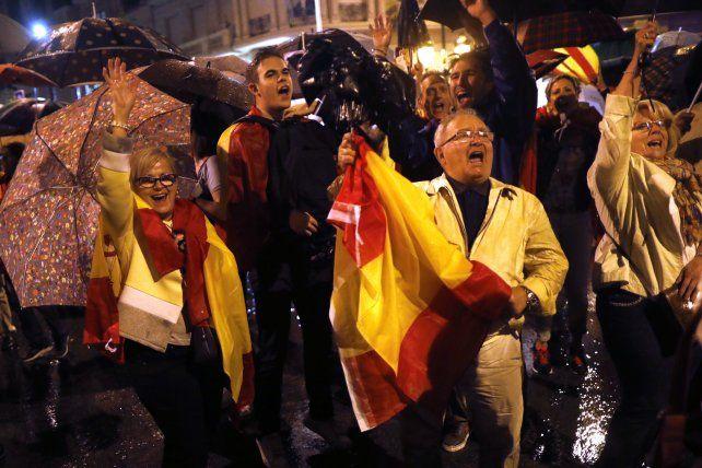 Animados. Antiindependientistas se expresan en las calles.