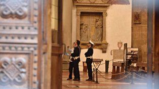 Cayó una roca de la basílica de la Santa Croce y mató a un turista