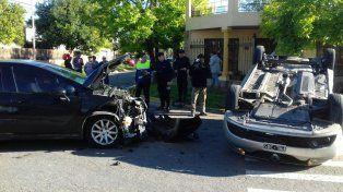 Remis chocó contra otro auto y las pasajeras fueron hospitalizadas