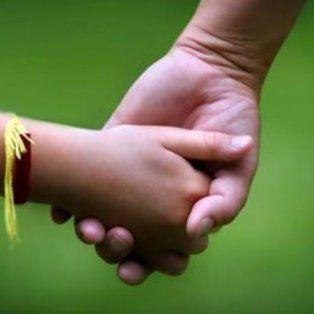 320 familias quieren adoptar a una niña que busca una casa para siempre