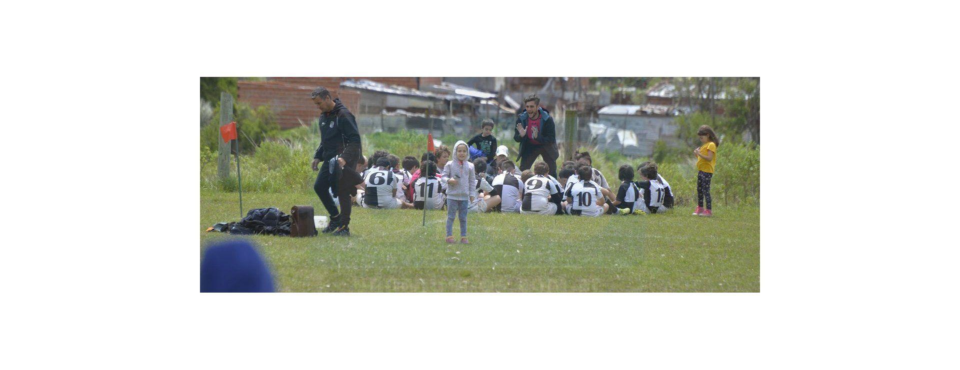 Encuentro infantil de rugby en el club Capibá
