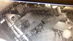Cámaras de vigilancia cazan a un fantasma moviendo las sillas de un restaurante