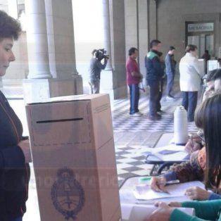 Los votantes en la escuela Normal de Paraná