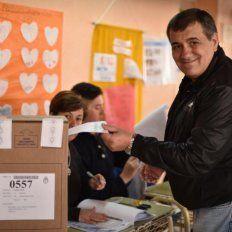 Ya está! Un votito más para mi querido Partido Justicialista, ahora a seguir hasta que se recuente el último voto. VIVA PERÓN CARAJO!!!, escribió Cáseres en su cuenta de Facebook.