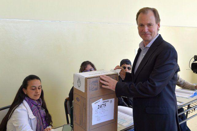 El gobernador Gustavo Bordet votóeste domingoen la escuela Vélez Sarfield