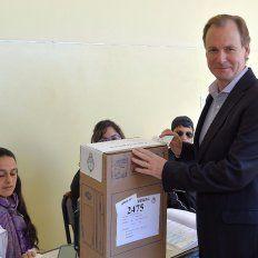 El gobernador Gustavo Bordet votóeste domingoen la escuela Vélez Sarfield, de Concordia.