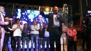 El intendente de Paraná, Sergio Varisco, encabezó los festejos frente a la sede del Comité Capital