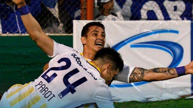 Zampedri festejando el gol que le dio la clasificación a Rosario Central. Foto @CentralEsPueblo
