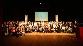 Festejo. Los ganadores de la edición 2016, posando para la foto al finalizar la ceremonia.