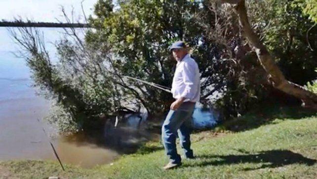 Albañil pescó una bolsa llena de joyas en el río Uruguay