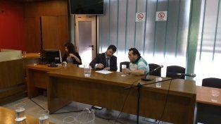 Acuerdo. Caudana y su abogado firmaron el acta del juicio abreviado por la pena impuesta. Foto: Javier Aragón.