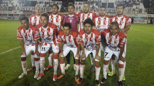 Otra noche para el olvido: Atlético Paraná perdió sobre el final en Santiago del Estero