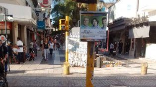 Las contiendas electorales pasan, los carteles y afiches quedan