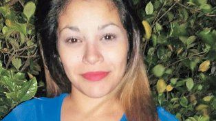 La violaron 10 vecinos y vive encerrada hace un año porque la amenazan