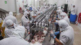 Murió un operario en una planta de pollos de San José