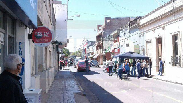 Continúa el reclamo de trabajadores de Salud Pública de la comuna paranaense