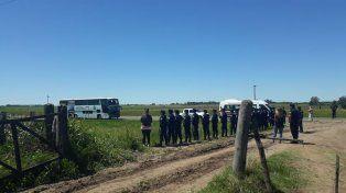 En la ruta. Los policías caminan los 70 kilómetros entre Gualeguay y Mansilla.