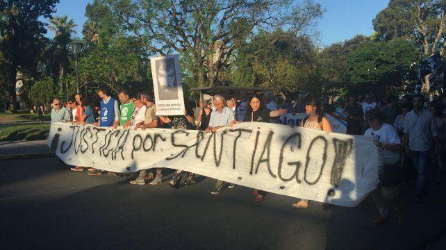La columna pasa por calle Laprida. Foto UNO.