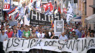 Una buena convocatoria tuvo la marcha por Santiago Maldonado en Paraná. Foto UNO Mateo Oviedo.