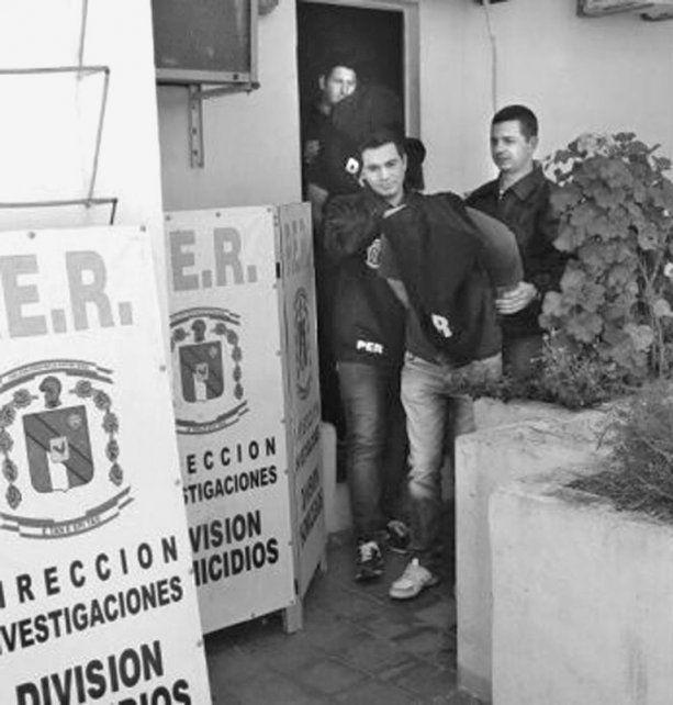 Cambio. El policía Santos dejó de detener personas para quedar detenido.