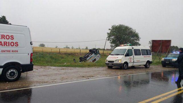 Volcó en ruta 11 una ambulancia que trasladaba dos mellizas prematuras