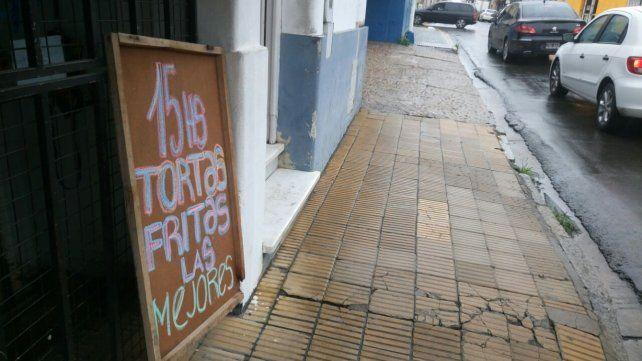 En Paraná aparecen carteles tentadores por todos.