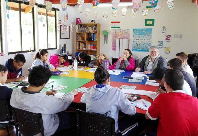 Los estudiantes se preparan con directivos para una evaluación general.