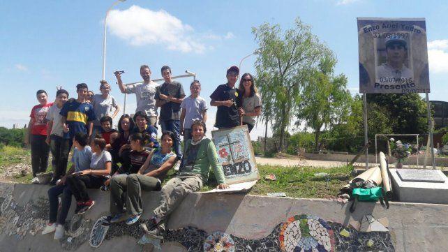 Con Mosaiquismo embellecen un muro del barrio Maccarone