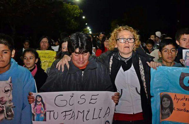 La mamá de Gisela en una de las marchas.