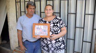 Orgullo. Romina hizo todo por sus hijos y levantó su casa a pulmón, cuentan Sebastián y Gabriela.