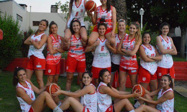 Posan las chicas de Talleres de Paraná