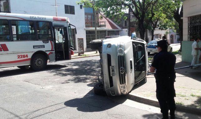 Encontronazo. En la esquina de Laprida y Catamarca se produjo el choque.