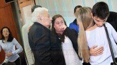 Desahogo. Alejandra Clivio, su hija y Comelli, se emocionaron con el fallo absolutorio.Foto: Juan Ignacio Pereira.