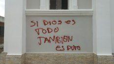 indignacion en la feligresia por pintadas en una iglesia