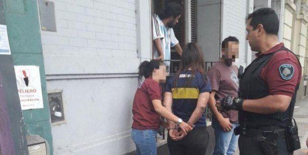 Detuvieron a dos chicas que prendían fuego a indigentes