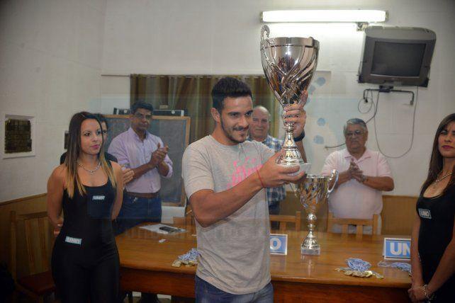 En la sede de la LPF se entregaron las copas a los campeones